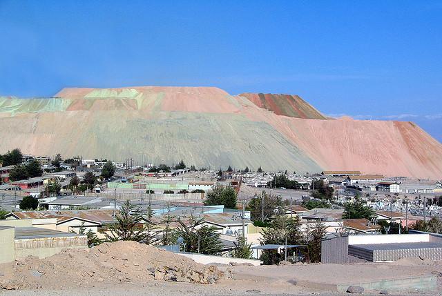 Trabajadores contratistas de Codelco paralizan acceso a Chuquicamata