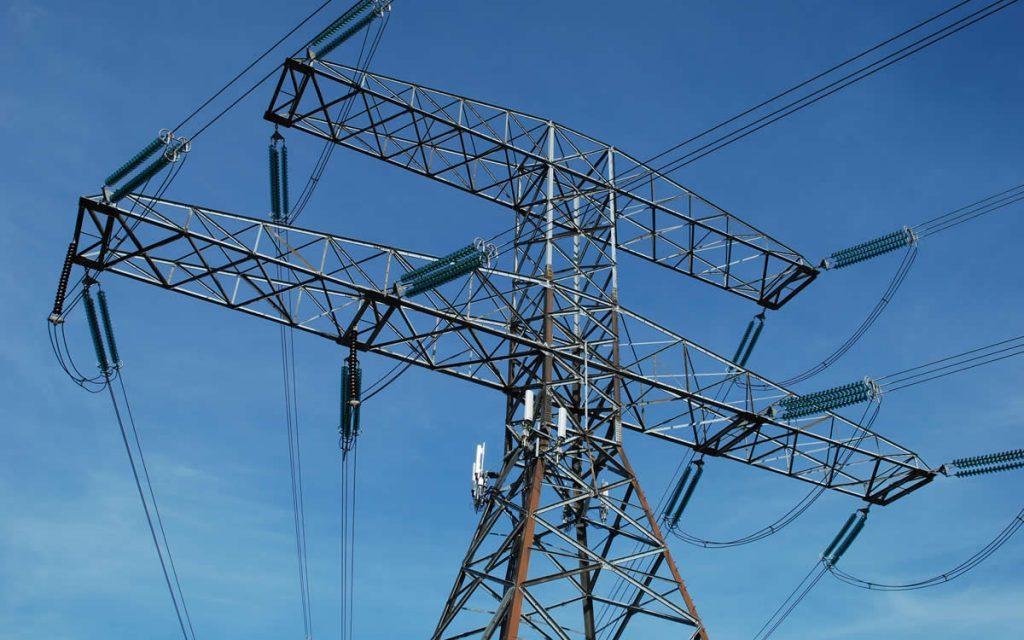 Interconexión: Grupo Luksic estaría entre los interesados en línea de transmisión de Suez