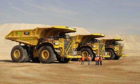Mercado de camiones cae casi 20% en 2013 por retraso en inversión minera