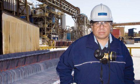 Personaje minero de Pedro Reyes - Revista Nueva Minería & Energía