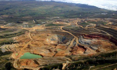 El sector minero de Perú bajaría sus inversiones en 2014