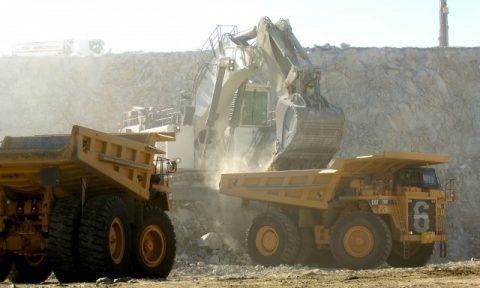 Inversión en exploración minera en Perú cae 26% en 2013