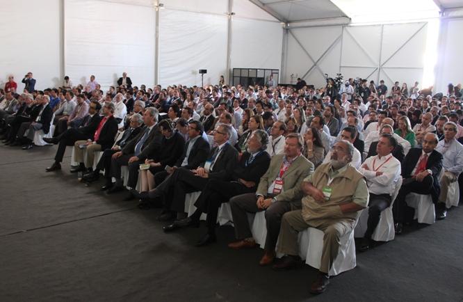"""El seminario """"Proyectos de inversión en minería en Chile"""" se realizó en una salón repleto de asistentes, en el marco del ciclo de conferencias de Exponor 2017. (Foto: Revista NME)"""