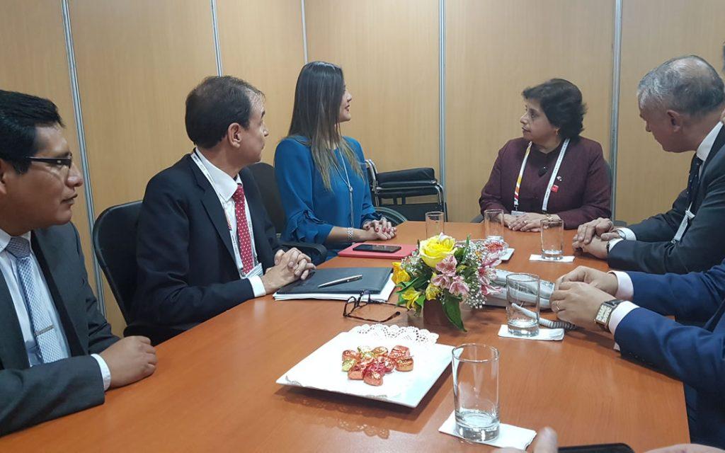 Ministra Williams con Yamila Osorio 1