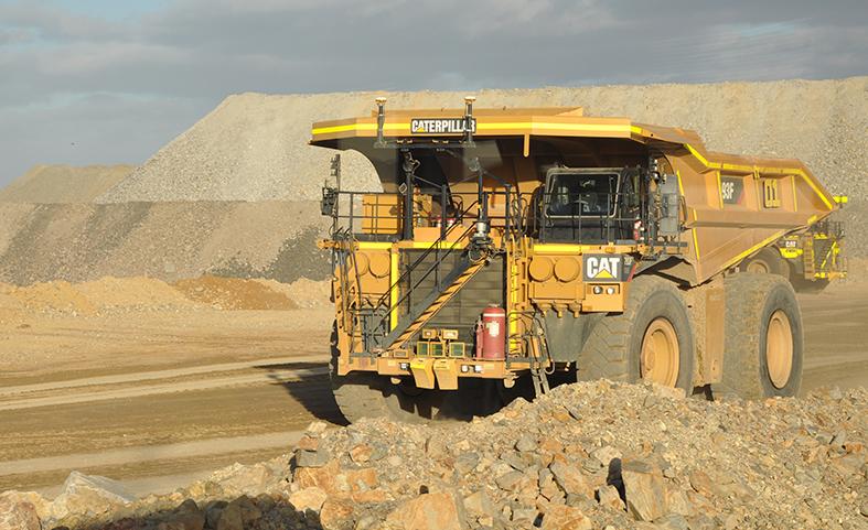 Cat autonomous mining trucks working (1)